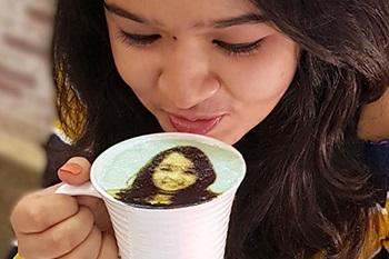 Känner du för en kombinerad Selfie och kaffe?